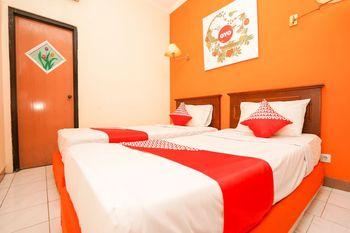 OYO 1225 Hotel Dibino Surabaya - Standard Twin Room Regular Plan