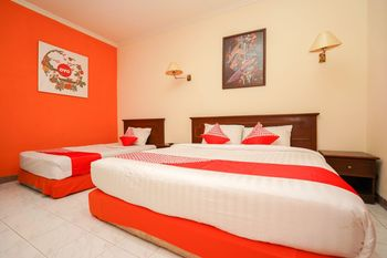 OYO 1225 Hotel Dibino Surabaya - Suite Triple Regular Plan