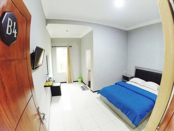Gress Villa Malang - Queen Room Regular Plan