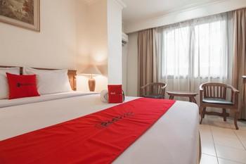 RedDoorz Premium near Jembatan Ampera 2 Palembang - RedDoorz Room Basic Deal
