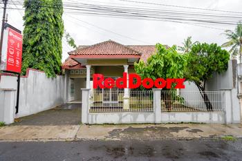 RedDoorz near Stadion Wijaya Kusuma 2