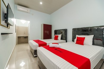 RedDoorz Plus near Palembang Icon Mall 2 Palembang - RedDoorz Twin Room with Breakfast Basic Deal