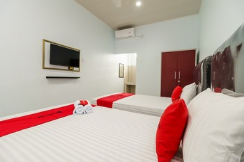 RedDoorz Plus near Palembang Icon Mall 2 Palembang - RedDoorz Twin Room Basic Deal