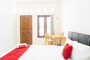 RedDoorz Syariah near Jatisampurna Hospital Bekasi - RedDoorz Room Basic Deal