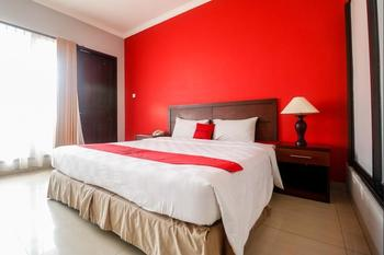 RedDoorz Premium @ Bukit Damai Indah Balikpapan - Executive Suite Basic Deal