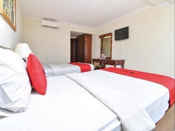 RedDoorz @ Raya Kuta - RedDoorz Room with Breakfast Regular Plan