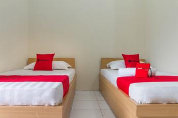 RedDoorz near Universitas Siliwangi Tasikmalaya Tasikmalaya - RedDoorz Twin Room KETUPAT