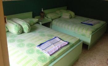 Hotel & Restaurant Anugerah Bondowoso - Standard Tripleroom Regular Plan