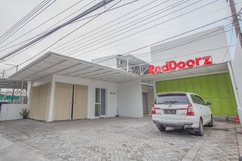 RedDoorz near Ciputra Golf Surabaya