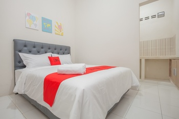 RedDoorz near Ciputra Golf Surabaya Surabaya - RedDoorz Room Regular Plan