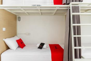 RedDoorz Hostel near Malang Train Station 2