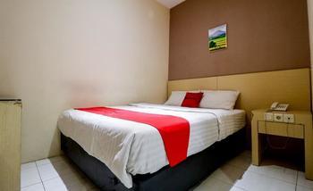 RedDoorz near Pasar Tarapung Siring Banjarmasin             Banjarmasin - RedDoorz Room Regular Plan