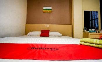 RedDoorz near Pasar Tarapung Siring Banjarmasin             Banjarmasin - RedDoorz Room with Breakfast Basic Deal