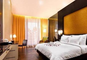 Java Heritage Hotel Purwokerto - Premium Deluxe Balcony Regular Plan