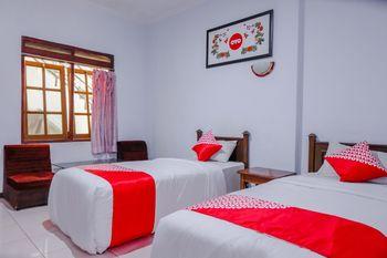 OYO 926 Hotel Nugraha Malang - Deluxe Twin Room Regular Plan