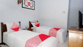 OYO 926 Hotel Nugraha Malang - Standard Twin Room Regular Plan