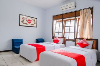 OYO 926 Hotel Nugraha Malang - Suite Twin Regular Plan
