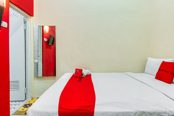 RedDoorz Syariah @ Kertomenanggal Surabaya Surabaya - RedDoorz Room KETUPAT