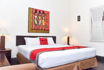 RedDoorz Plus Syariah @ Monginsidi Guest House Yogyakarta - RedDoorz Suite Room Gajian