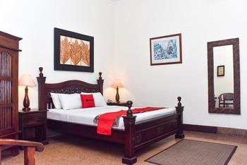 RedDoorz Plus Syariah @ Monginsidi Guest House Yogyakarta - RedDoorz Deluxe Room Gajian
