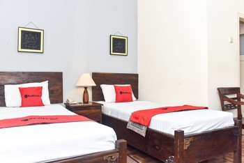 RedDoorz Plus Near Tugu Jogja 3 Yogyakarta - RedDoorz Deluxe Twin Room Basic Deal