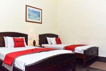 RedDoorz Plus Syariah @ Monginsidi Guest House Yogyakarta - RedDoorz Twin Room Gajian