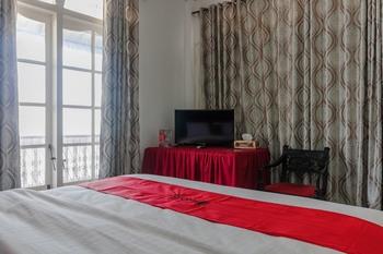 RedDoorz near Universitas Negeri Padang Padang - RedDoorz Twin Room Best Deal