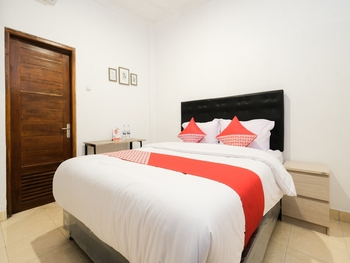 OYO 2118 Fh Stay Yogyakarta - Deluxe Double Room Regular Plan