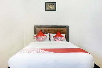 OYO 627 Tirta Kencana Syariah Pekanbaru - Standard Double Room Regular Plan