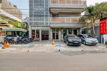 RedDoorz Plus near Mall Taman Anggrek 2