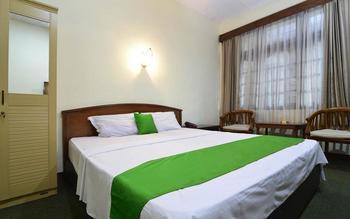 Hotel Kusuma Solo - RedDoorz Room Regular Plan