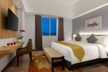 Aston Inn Gresik Gresik - Deluxe Room Breakfast Regular Plan