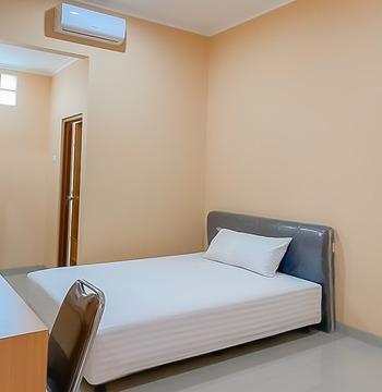 Shofy Guest House Syariah Bandung - Standard Room Basic Deals