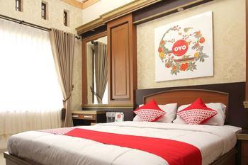 OYO 417 Bama Guesthouse Near RSUP Dr Sardjito Yogyakarta - Standard Double Room Regular Plan