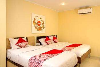 OYO 417 Bama Guesthouse Near RSUP Dr Sardjito Yogyakarta - Suite Triple Regular Plan