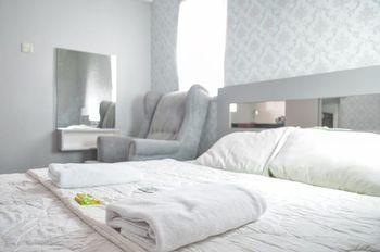 Apartemen Green Lake View Ciputat by Farida Property Tangerang Selatan - Studio deluxe Regular Plan