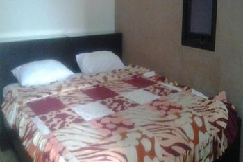 Simpang Homestay Malang - Deluxe Room - Room Only Regular Plan