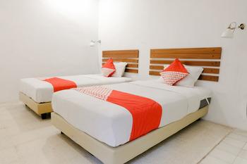 OYO 626 Augustina Home Malang - Standard Twin Room Regular Plan