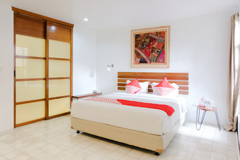 OYO 626 Augustina Home Malang -  Deluxe Double Room Regular Plan