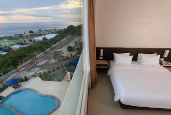 Hotel Santika Luwuk Sulawesi Tengah - Superior Room Queen Sea View Staycation Offer Regular Plan