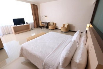 Hotel Santika Luwuk Sulawesi Tengah - Superior Room Twin Sea View Staycation Offer Room Only Regular Plan