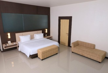 Hotel Santika Luwuk Sulawesi Tengah - Deluxe Room King Staycation Offer Regular Plan