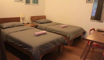 Buton Backpacker Lodge Bandung - Twin Bed Room Private Bathroom Regular Plan