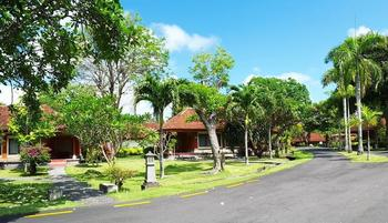 Inna Bali Beach Resort Bali - Triple Cottage dengan Etxra bed ternasuk makan pagi Last Minute Promo