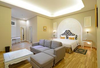 Sahira Butik Hotel Pakuan Syariah Bogor - Executive Suite Room Breakfast Regular Plan