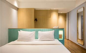 Hotel Santika Garut Garut - Deluxe Room Hollywood Offer Last Minute Deal