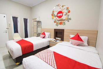 OYO 195 Stay @h Guesthouse Yogyakarta - Deluxe Twin Regular Plan