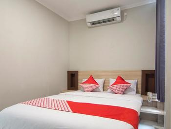 OYO 195 Stay @h Guesthouse Yogyakarta - Deluxe Double Regular Plan