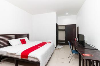 RedDoorz near Bahu Mall Manado Manado - RedDoorz Room Last Minute