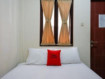 RedDoorz near Meru Temple Lombok Lombok - RedDoorz Room Last Minute
